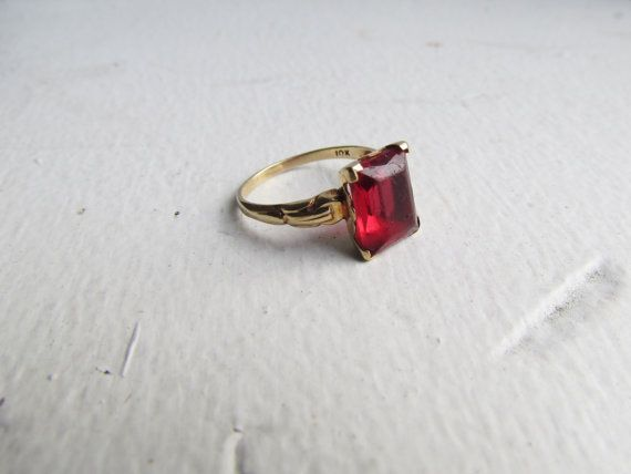 Antique Ring 10k Gold Ring With Red Glass Stone By Luxxorvintage 188 00 10k Gold Ring Antique Rings Wedding Accessories Jewelry