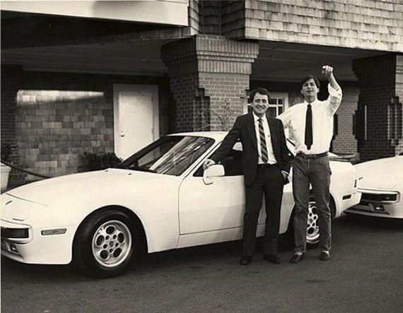 Warum dieser Mann von Steve Jobs einen Porsche geschenkt bekam.    Eine spannende Story über den verstorbenen Apple-Mitbegründer Steve Jobs. Philipp Tusch stellt sie in seinem Blog Apfelpage.de vor.  Süße Geschichte.  http://www.blogomotive.com/2013/02/warum-dieser-mann-von-steve-jobs-einen-porsche-geschenkt-bekam/