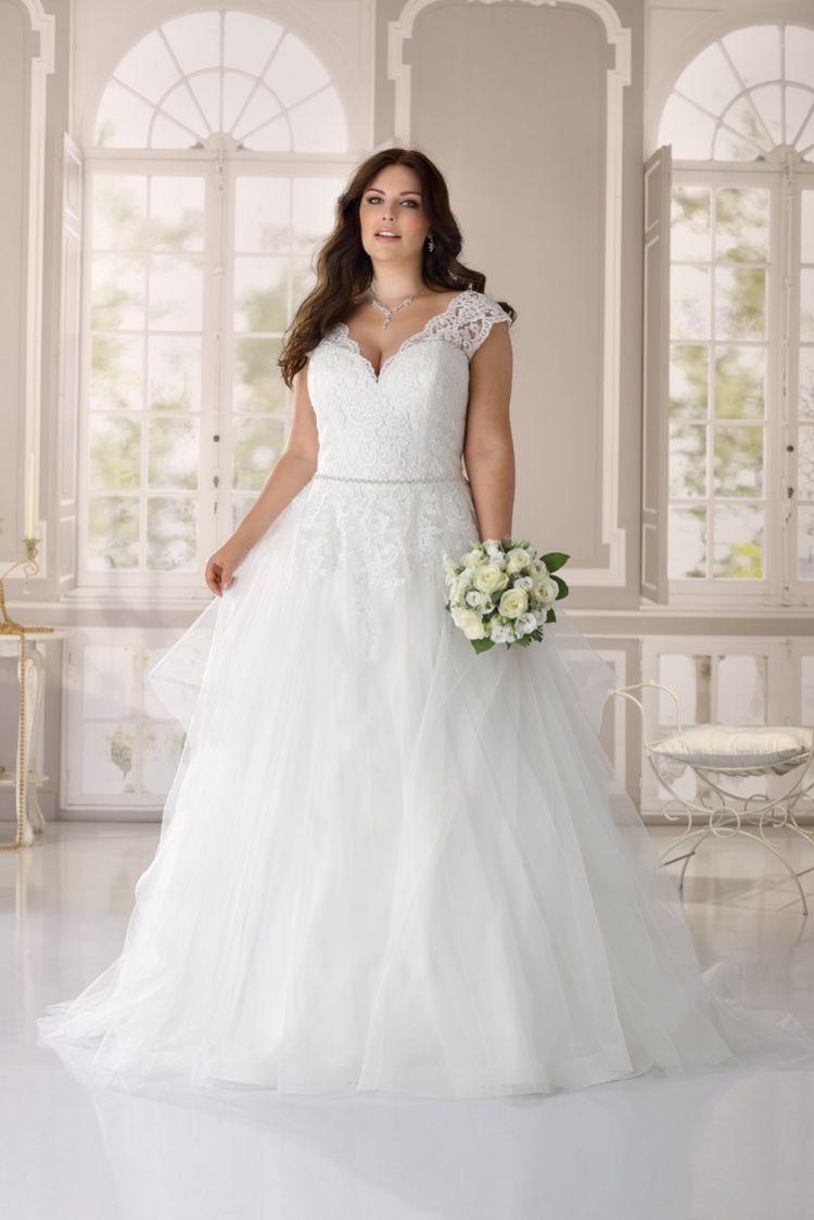 Ladybird Wedding Dress Style Ls421063 In 2021 Plus Size Bridal Dresses Wedding Dresses Wedding Dress Styles [ 1124 x 750 Pixel ]
