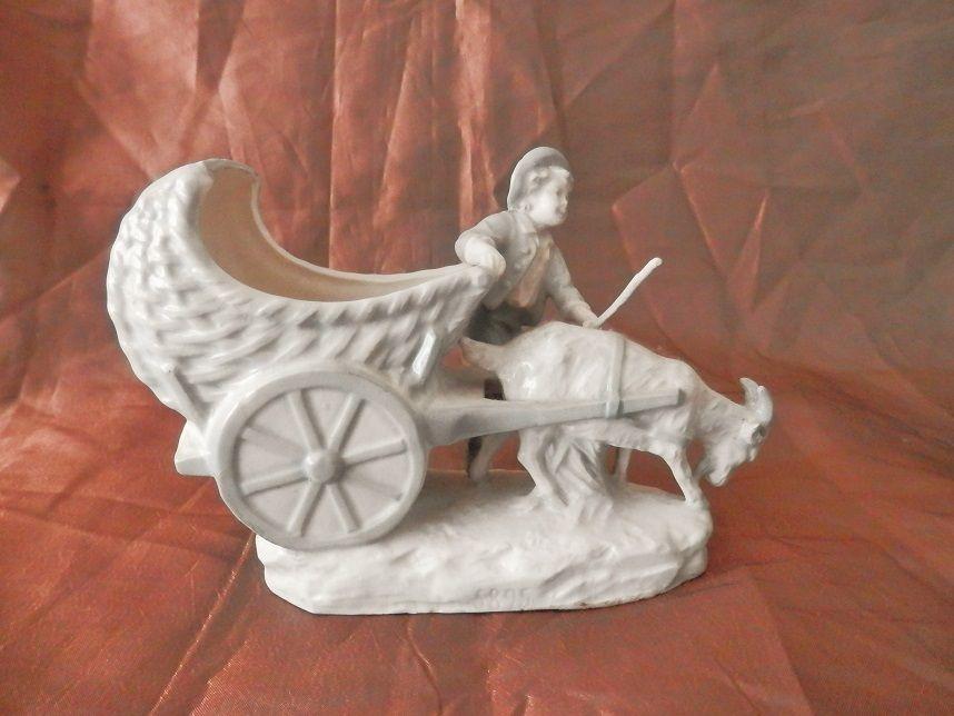 sujet en porcelaine, gardien de chèvre et carriole, statuette, pot, vide poche