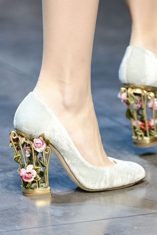 phe-nomenal:  Dolce and Gabbana Fall 2013 rtw. I don't even like white shoes but that heel makes me think again :o