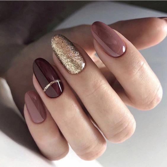 Clous d'amande pour l'hiver; dessins de nail art stiletto; ongles d'hiver; chute des ongles; ...