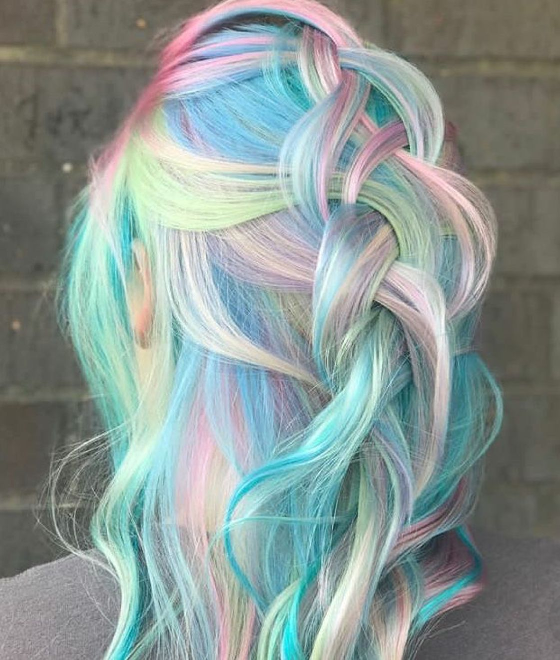 Super couleur et coiffure pour un effet girly, pour un