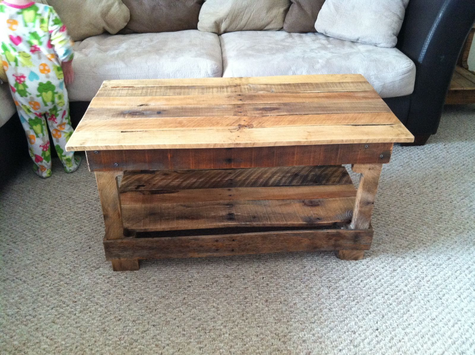 coffee table made from pallets my husband 39 s creations pinterest wohntrends enten und. Black Bedroom Furniture Sets. Home Design Ideas