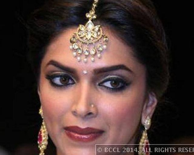 Deepika Padukone Maang Tikka Google Search Jeweled Bag Jewelry Pendants