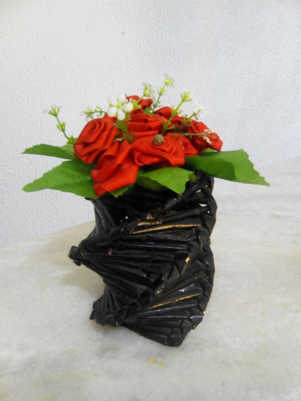 Vazo Feito Com Revistas Flores Feita De Fita Ideias Flores Vaza