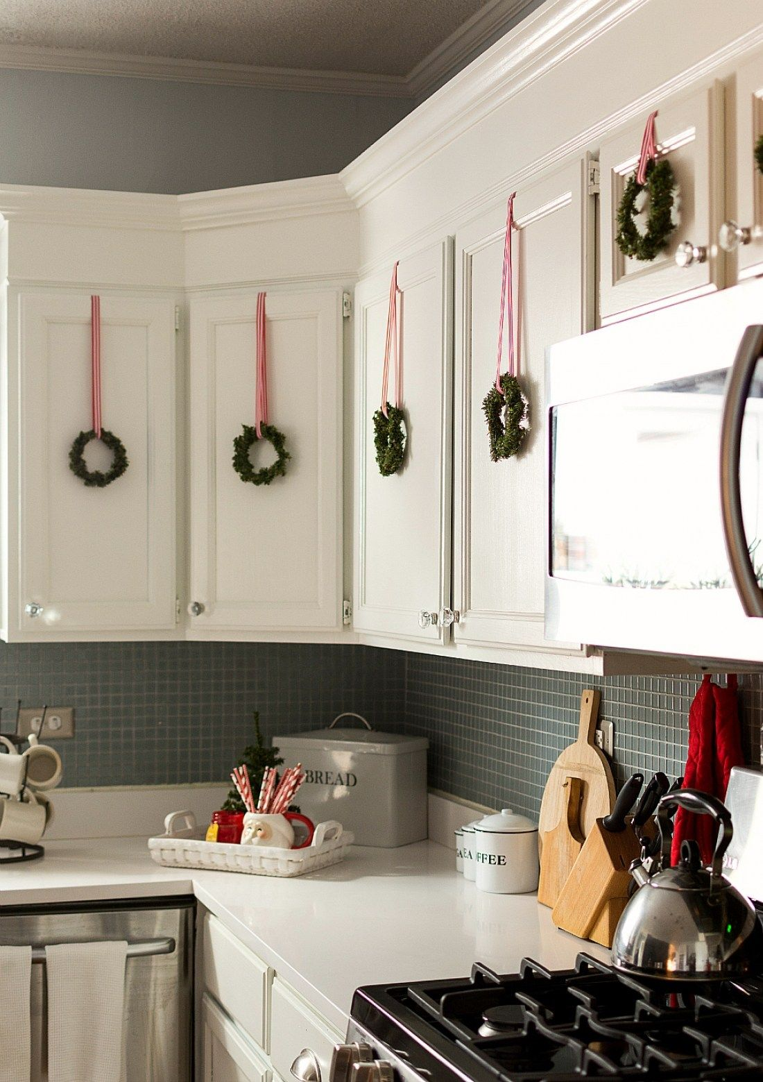 30 christmas decorating ideas for the kitchen decor crafts