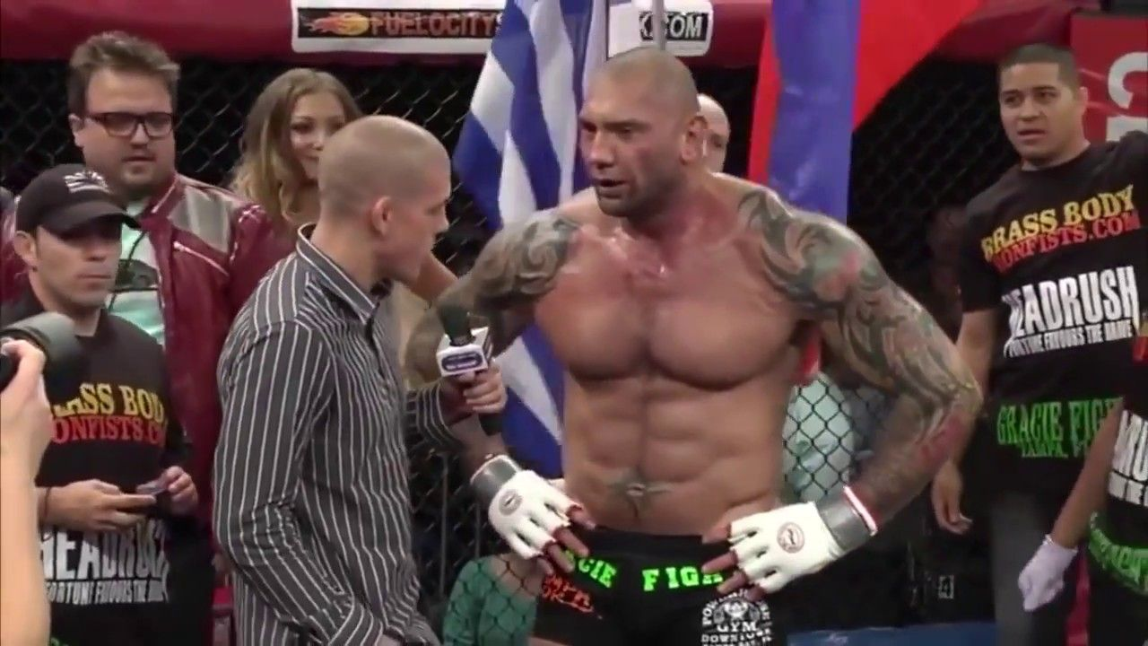 Wwe Wrestler Vs Mma Fighter Incredible Dave Batista In Mma Youtube Mma Fighters Wwe Wrestlers Mma Fighting