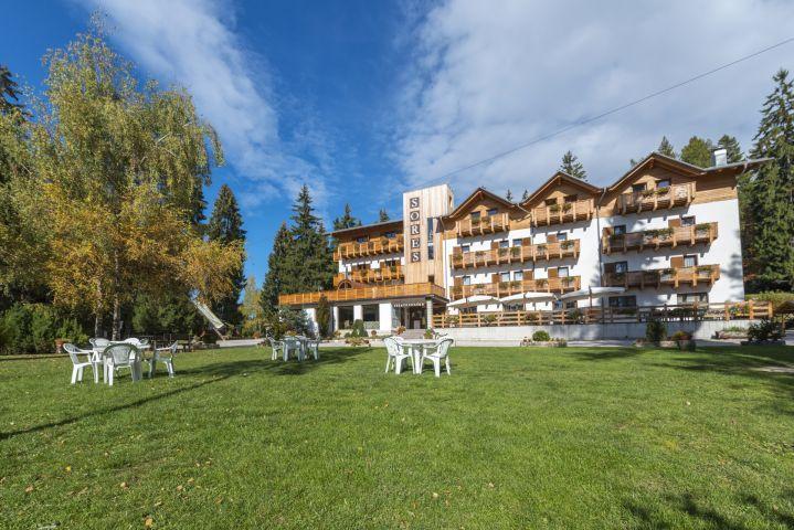 Schones Hotel Mit Blick Auf Die Dolomiten Hotel Rifugio Sores In