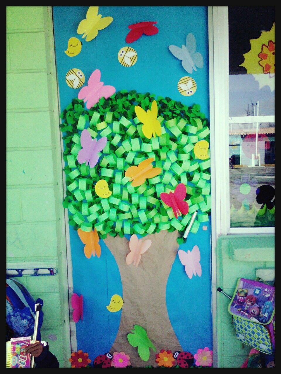 Puerta con rbol primavera puertas decoradas y for Puertas decoradas primavera