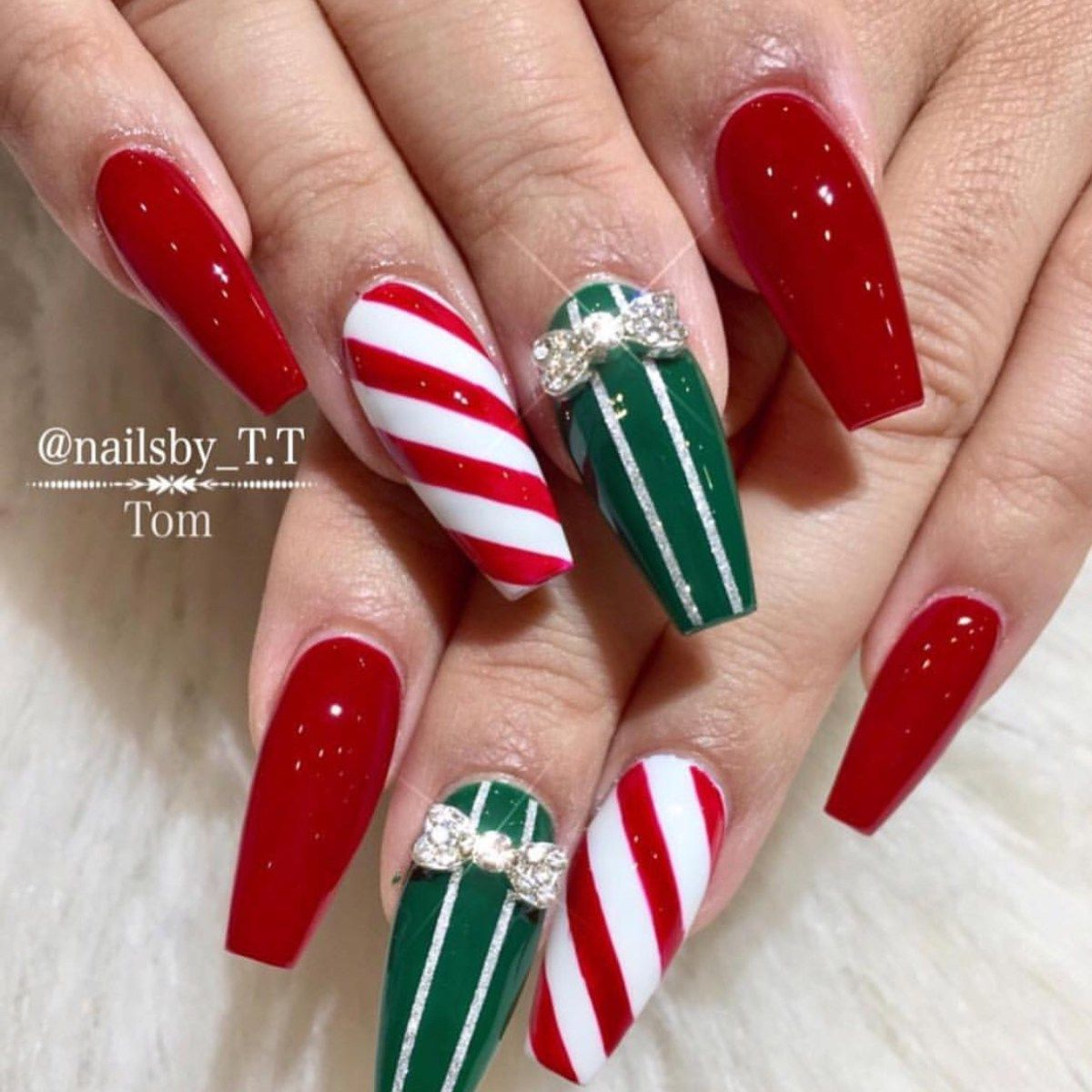 27 Holiday Nail Designs \u0026 Acrylic Nails for Winter
