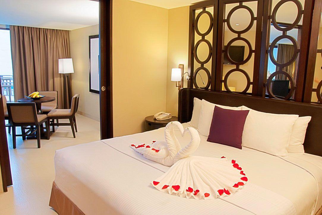 Mesmerizing Honeymoon Bedroom Decorations with Towel Swan and ...