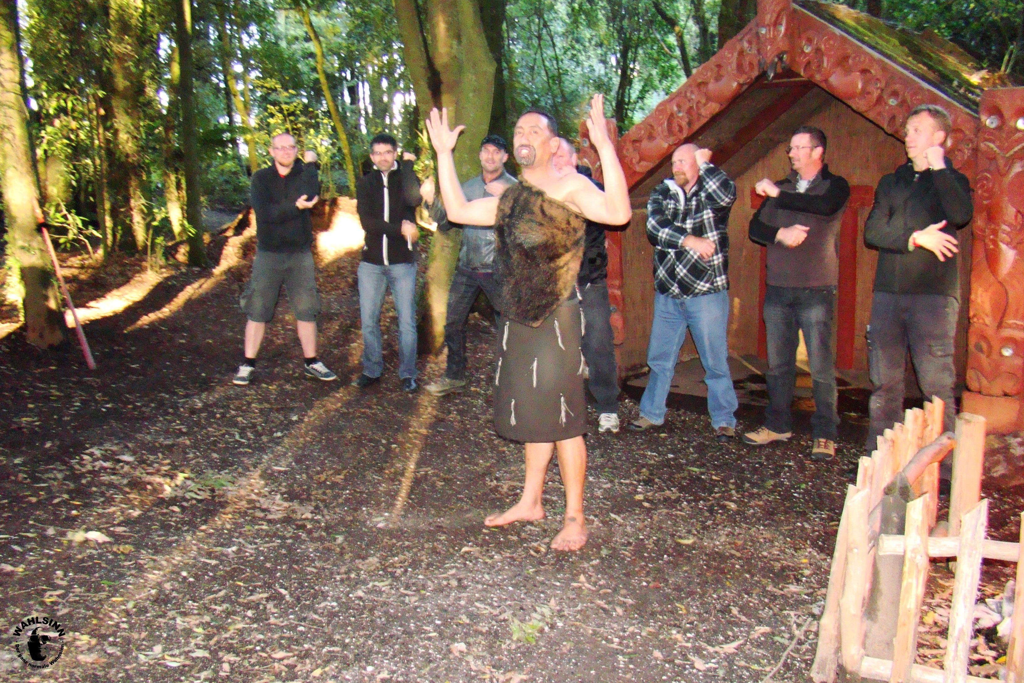 Wir lernen den berühmten Haka Tanz // Neuseeland