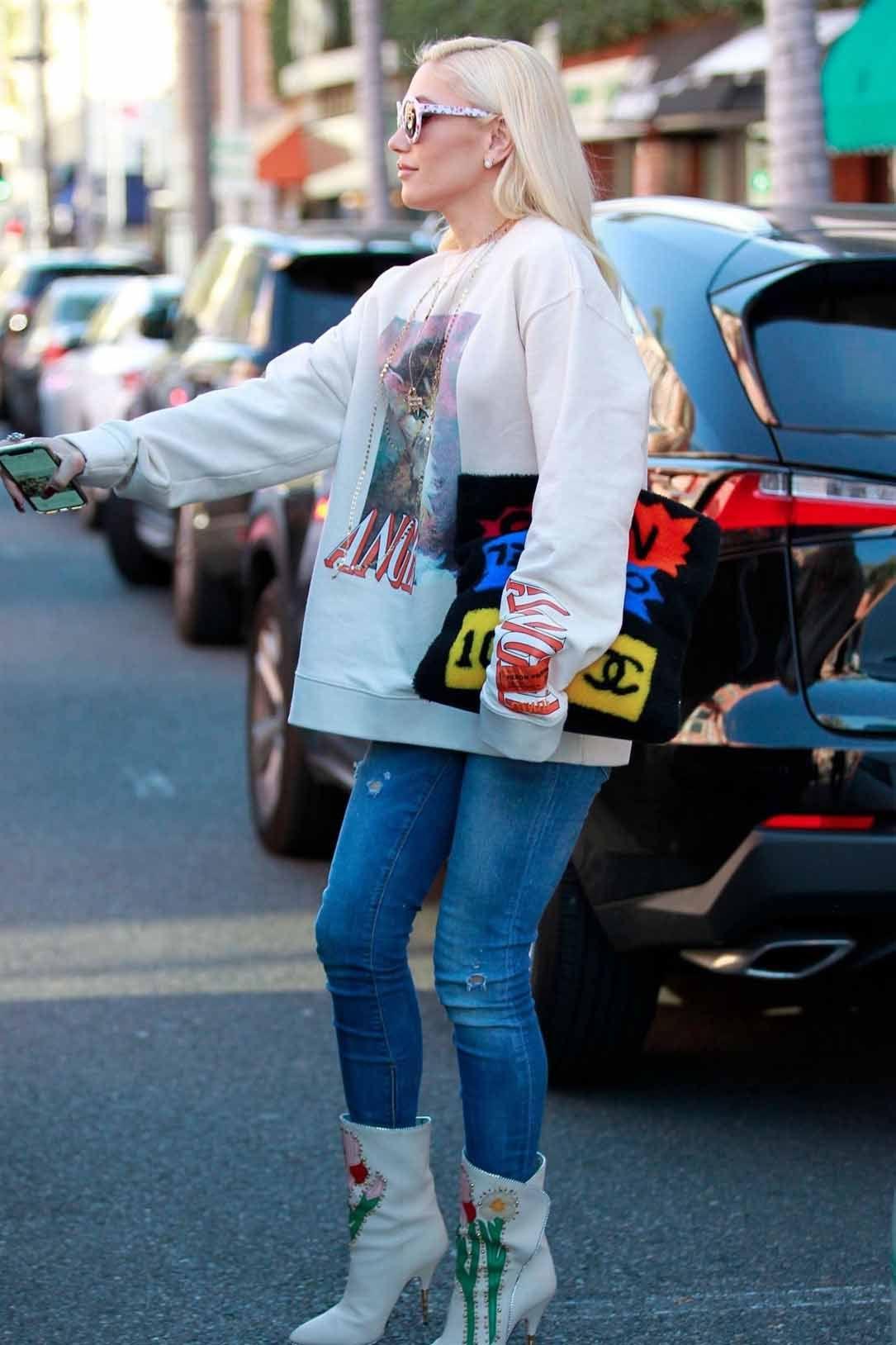 4e1dba544 Gwen Stefani Street Fashion-Beverly Hills 24-01-2019 | CELEBRITIES ...