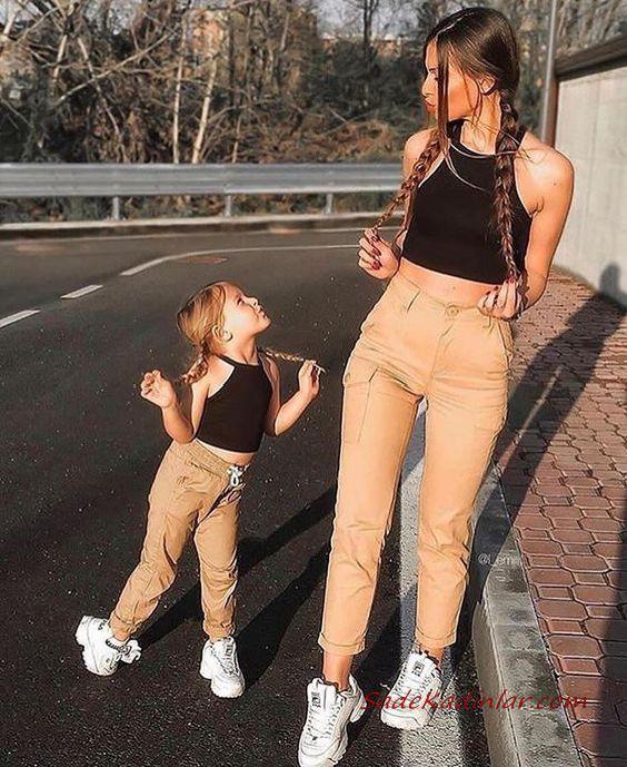2020 Anne Kız Elbise ve Kıyafet Kombinleri Camel Pantolon Siyah Büstiyer | SadeKadınlar, Kıyafet Kombinleri #moda #fashion #fashionblogger #damenmode #mode #damenoutfits #outfits #kombin #annekız #annekızelbiseleri #annekızkıyafetleri #annebebekkombin #kombinleri #kombinönerileri #outfitsoftheday #girl #kıyafetkombinleri #şıkkombinler