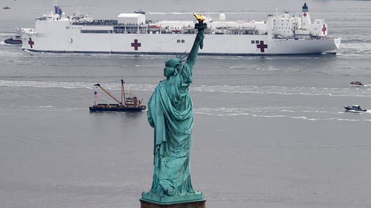 Usns Comfort Arriving In New York Harbor To Help Save Lives Murica In 2020 New York Harbor Statue Of Liberty Iconic Photos