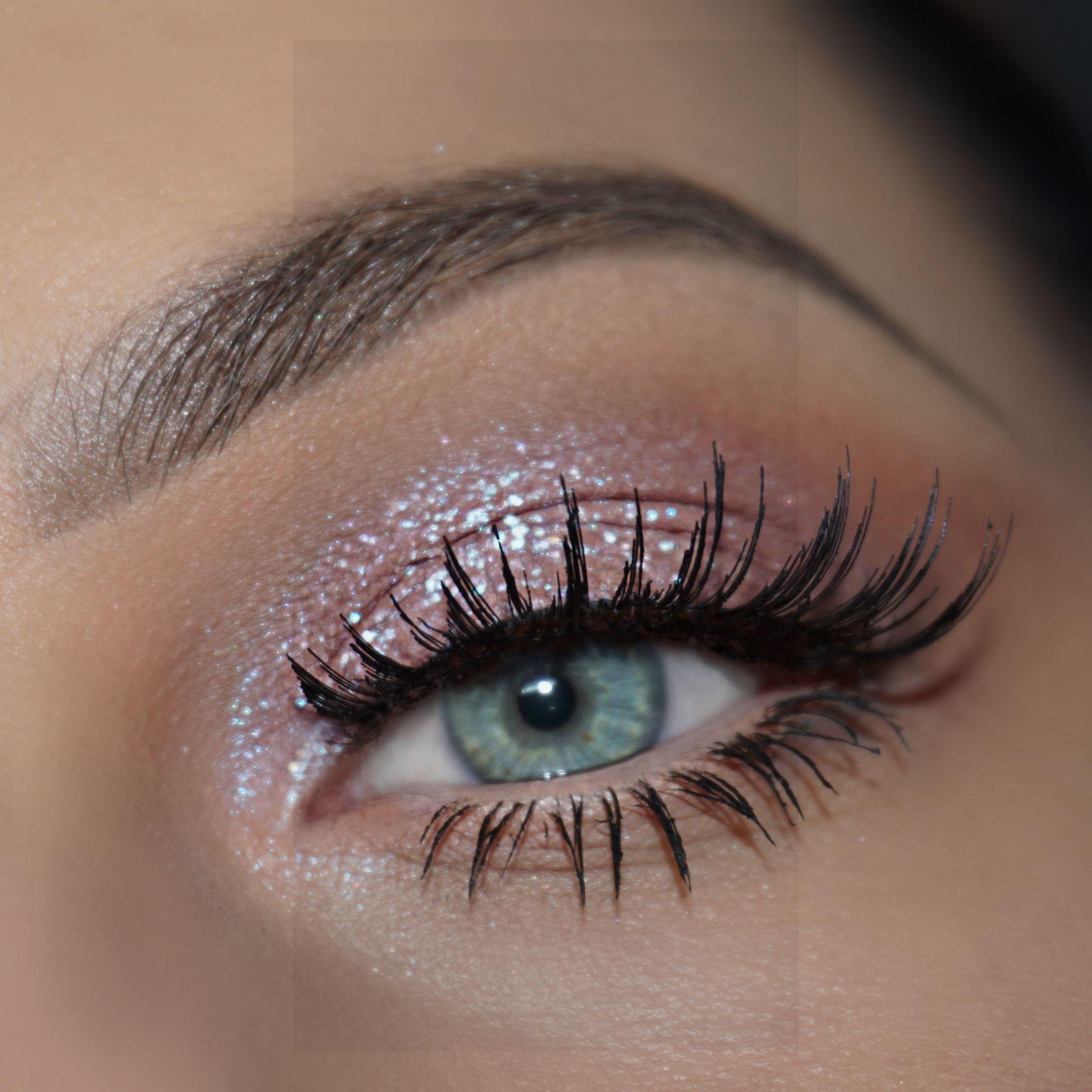 "Obtenga el Look with Motives®: Tutorial de maquillaje ""Starshine"" #eye #eyemakeup #Makeup …, #EYE #ey …"