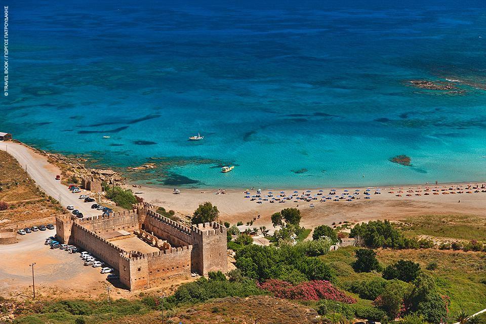 Φραγκοκάστελο, Σφακιά: Στο νότο των Χανίων, το καλοδιατηρημένο βενετσιάνικο κάστρο μπροστά στην παραλία του ομώνυμου οικισμού έχει ταυτιστεί με τους Δροσουλίτες. Είναι τα φαντάσματα των πολεμιστών του