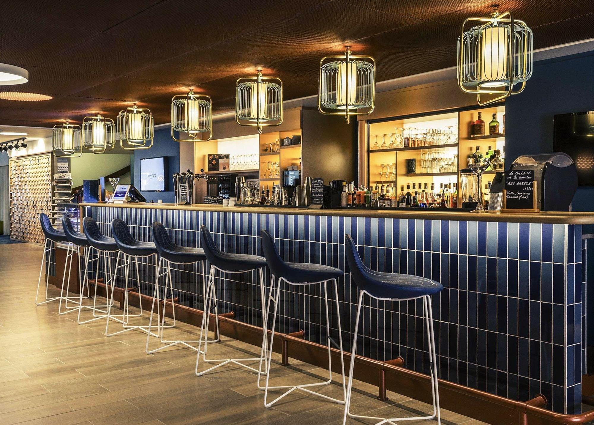 Jules Iii Suspension Lamps Mercure Hotel Utu Soulful Lighting Www Utulamps Com Interi Design D Interieur Du Bar Bar Restaurant Design Decoration Design