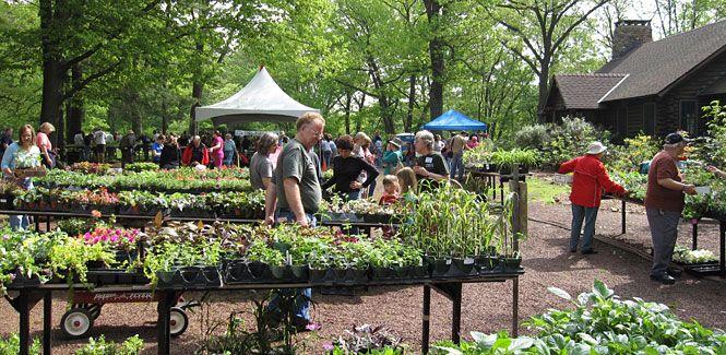 The Official Botanic Garden Of Rutgers: Rutgers Gardens In New Brunswick, New Jersey (open 8:30am