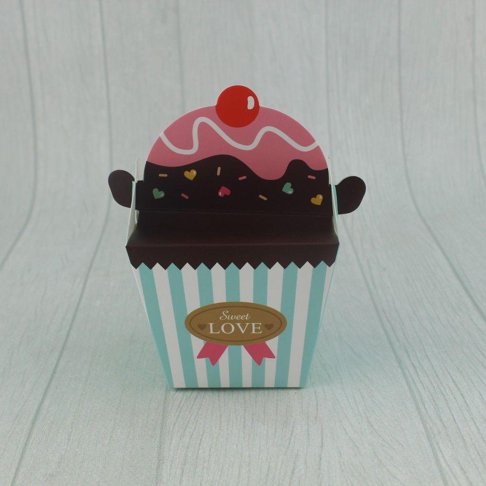 علبة توزيعات كرتون بشكل كب كيك العدد 12 متوفرة لدى موقع صفقات موقع متخصص بأدوات ومستلزمات التغليف التغليف افكار تغليف افكار ل Love Is Sweet Sweet Food