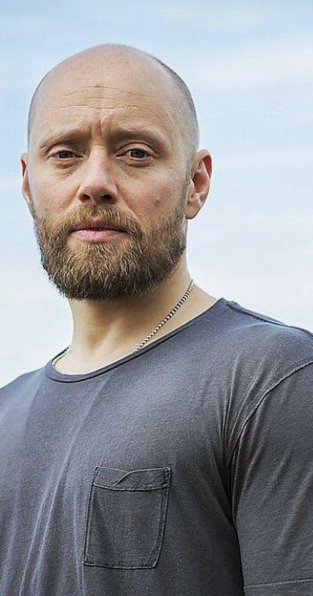 Aksel Hennie Is An Award Winning Norwegian Actor Writer And Director Hennie Grew Up In Lambertseter In Oslo Aksel Hennie Norwegian Men People