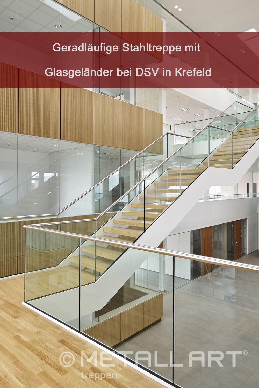Ganzglasgelander Fur Eine Stahltreppe In 2020 Stahltreppen Treppe Verwaltungsgebaude