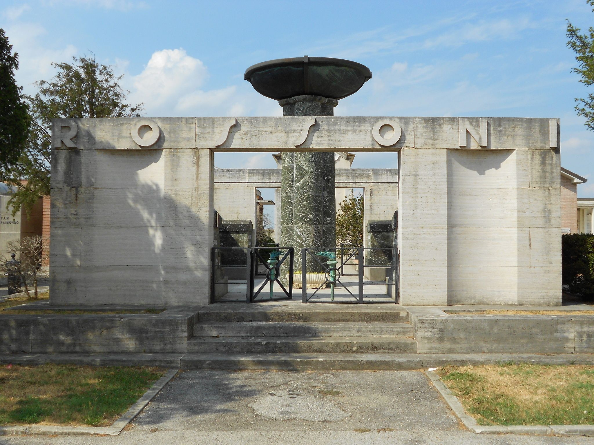 Tomba del ministro Edmondo Rossoni, progettista dell'assetto urbanistico complessivo della nuova Tresigallo