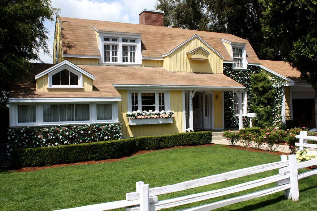 7 Desperate Housewives Houses Ideas Desperate Housewives House Desperate Housewives Housewife