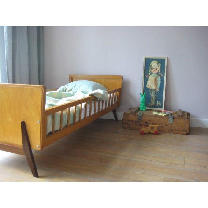 Wonderlijk licht houten juniorbed vintage | www.mevrouwdeuil.nl | vintage EX-07