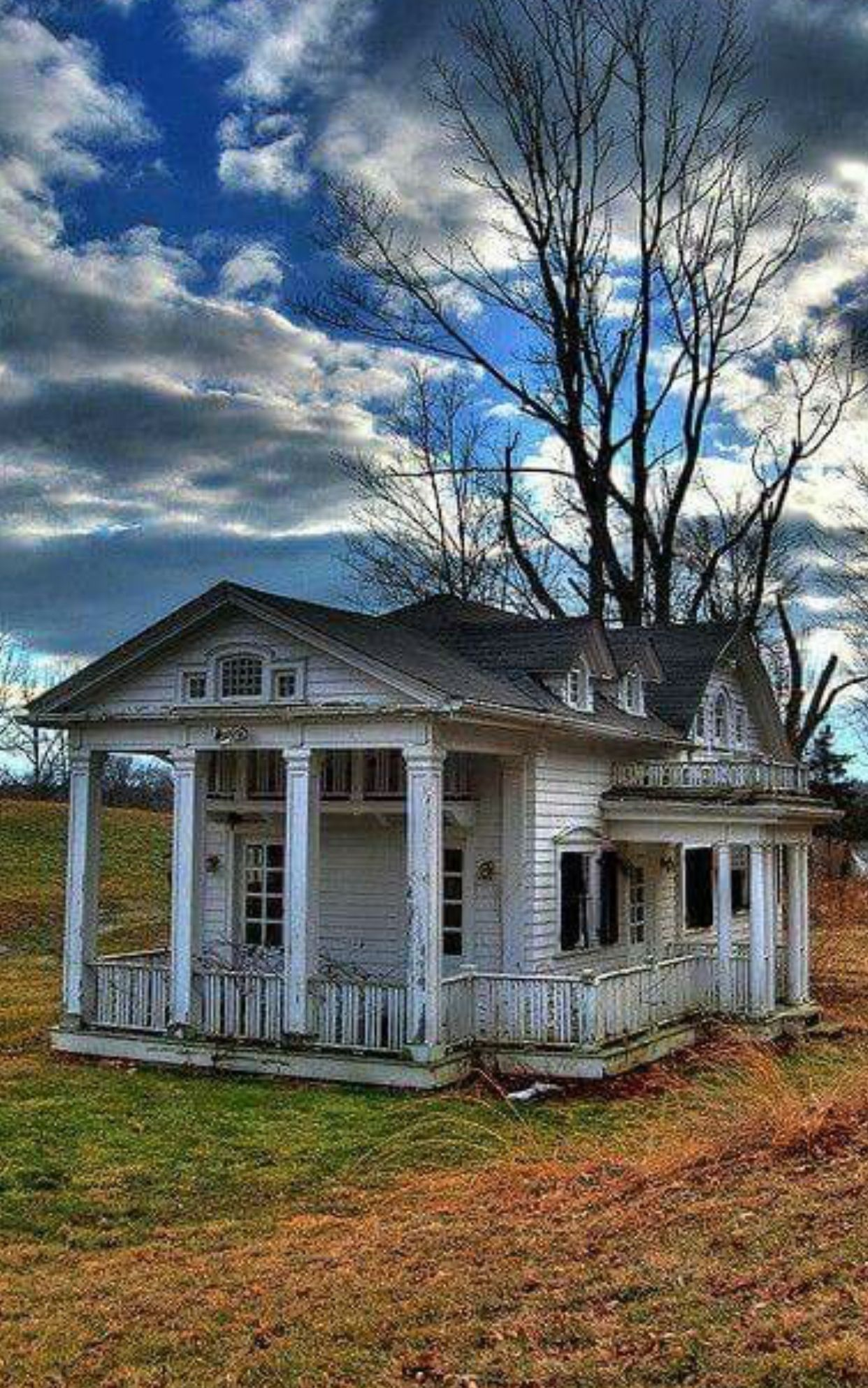 Pin By Lisa Lewis On Condemned Abandoned Beautiful Old Farm Houses Old Abandoned Houses Abandoned Houses
