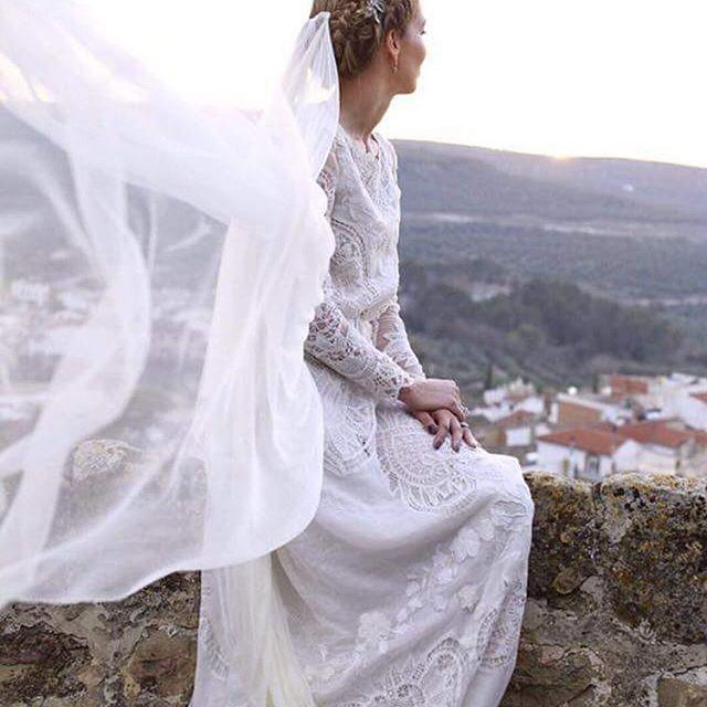 Todo lo que vemos de @inesmartinalcalde nos encanta. Tiene un estilo único, igual que las novias que llevan sus vestidos, una personalidad que nunca deja indiferente! #specialbrides #bridedress #weddingdress #noviasespeciales #estilazo #noviasconpersonalidad