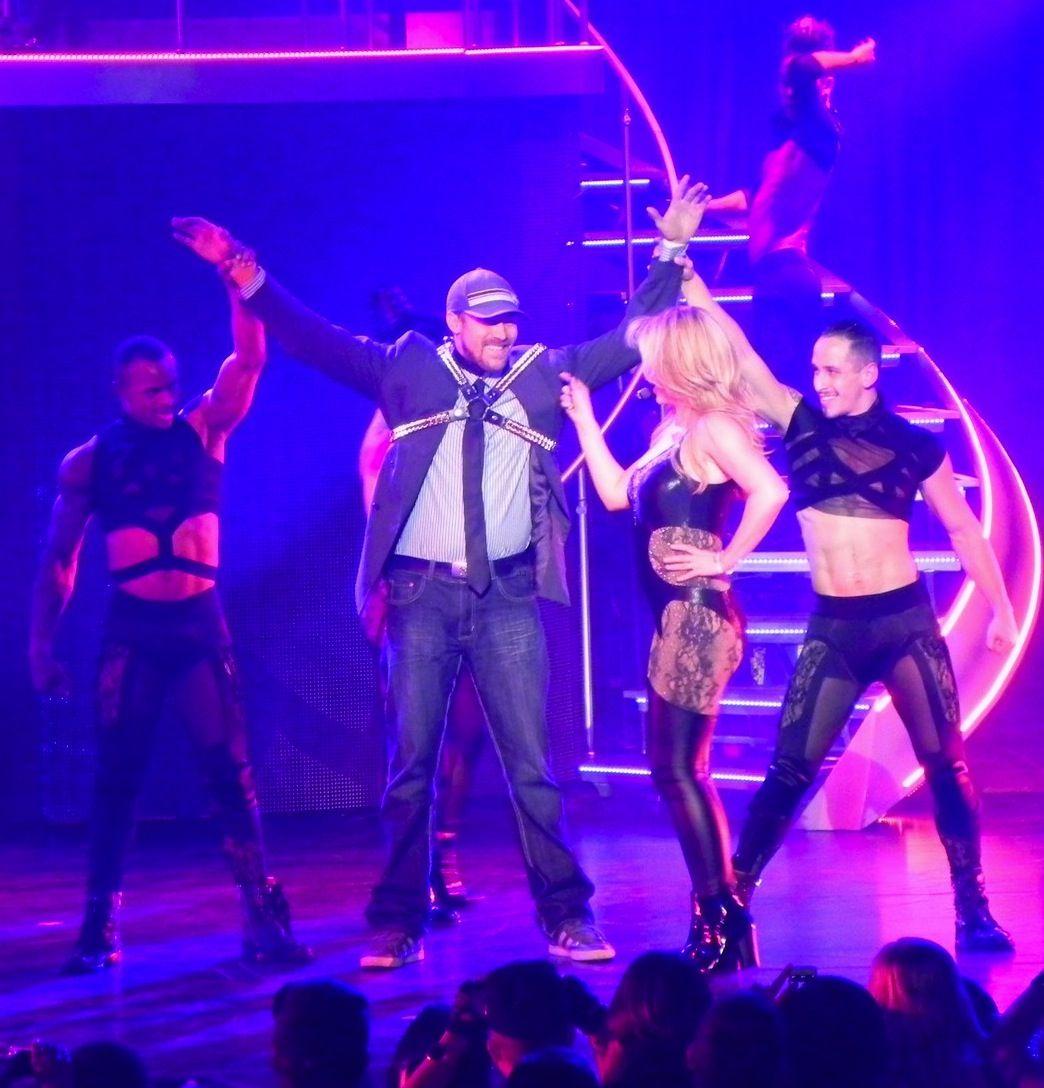Britney Spears sedujo a su novio en el escenario de su show #PieceOfMe en Las Vegas durante año nuevo