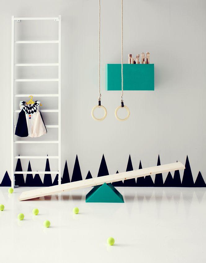 DIY: IT'S A CIRCUS! Oh how I'd love it if we had the space to recreate this! #KidsDecor