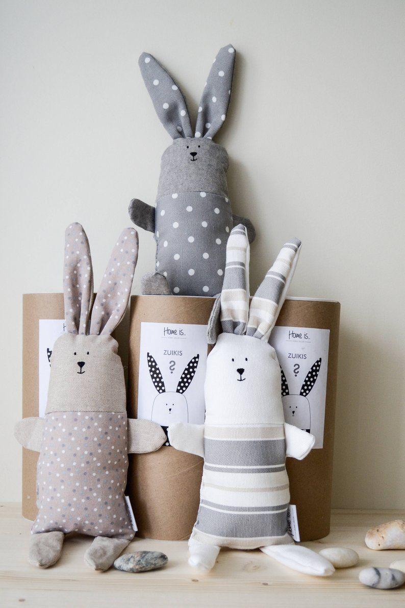 Ähnliche Artikel wie Minimale Bunny Spielzeug, gefüllte Bunny Spielzeug, weicher Baumwolle Kinder Spielzeug, Baby-Schlaf-Spielzeug, graue Punkte Hase, skandinavischen Spielzeug, Nordisches Design Spielzeug auf Etsy