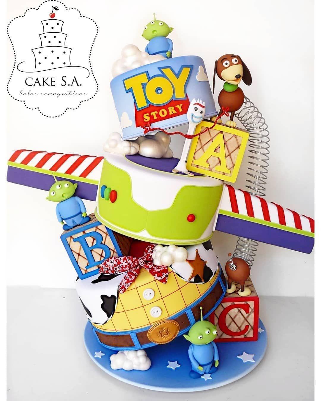 topsy turvy buzz  u0026 woody toy story cake