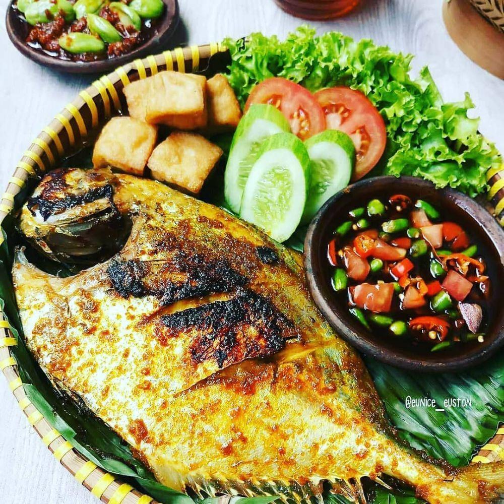 Foto Instagram Menu Harini Bahan Bahan 1 Ekor Ikan Kuwe Lumuri Dengan 1 Sdt Air Jeruk Nipis Dan 1 2 Sdt Garam D Di 2020 Resep Masakan Masakan Resep Makanan Asia