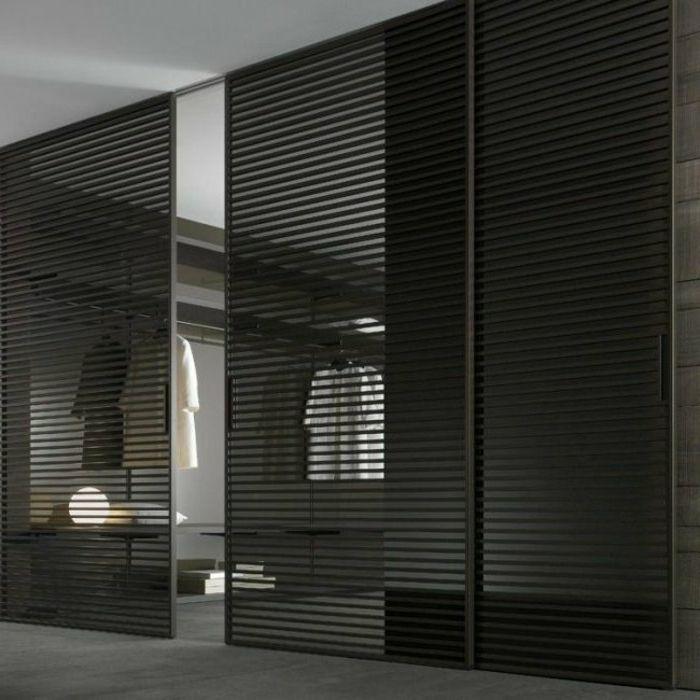 Ankleidezimmer-Leisten-Türen-schwarz-stilvoll-modern