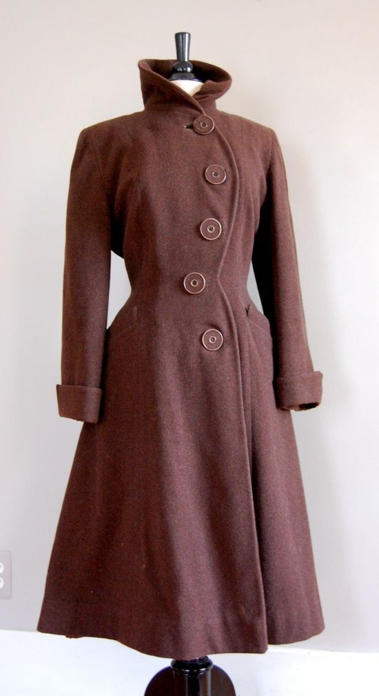 Vintage 1940s Fitted Princess Wool Coat (love the curving row of buttons). #vintage #1940s #winter | http://princessdresscollections361.blogspot.com