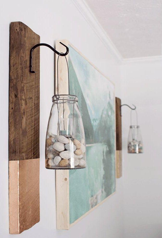 frascos con piedras colgando en las paredes