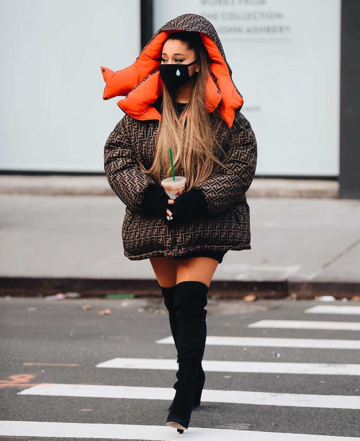 Ariana Grande In A Brown Fendi Puffer Jacket Was Seen Out In New York 01 01 2019 Celebsla Com Fendi Puffer Jacket Fashion Outfit Inspirations [ 1531 x 1250 Pixel ]