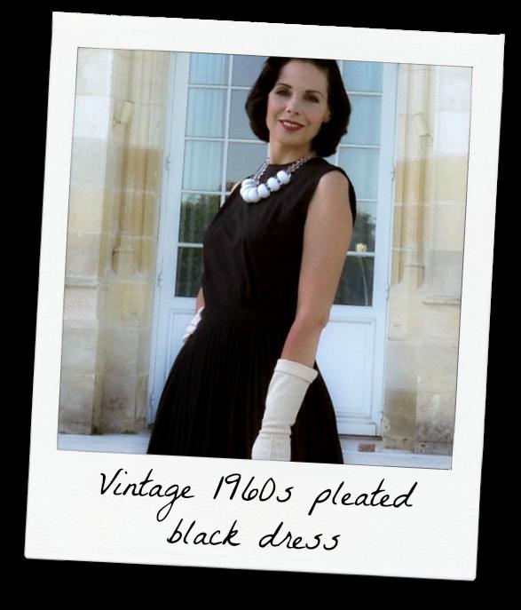 Découvrez notre gamme de petites robes noires de soirée vintage. Retrouvez  un large choix de robes crayon noire au style rétro des années e8ca4321bab