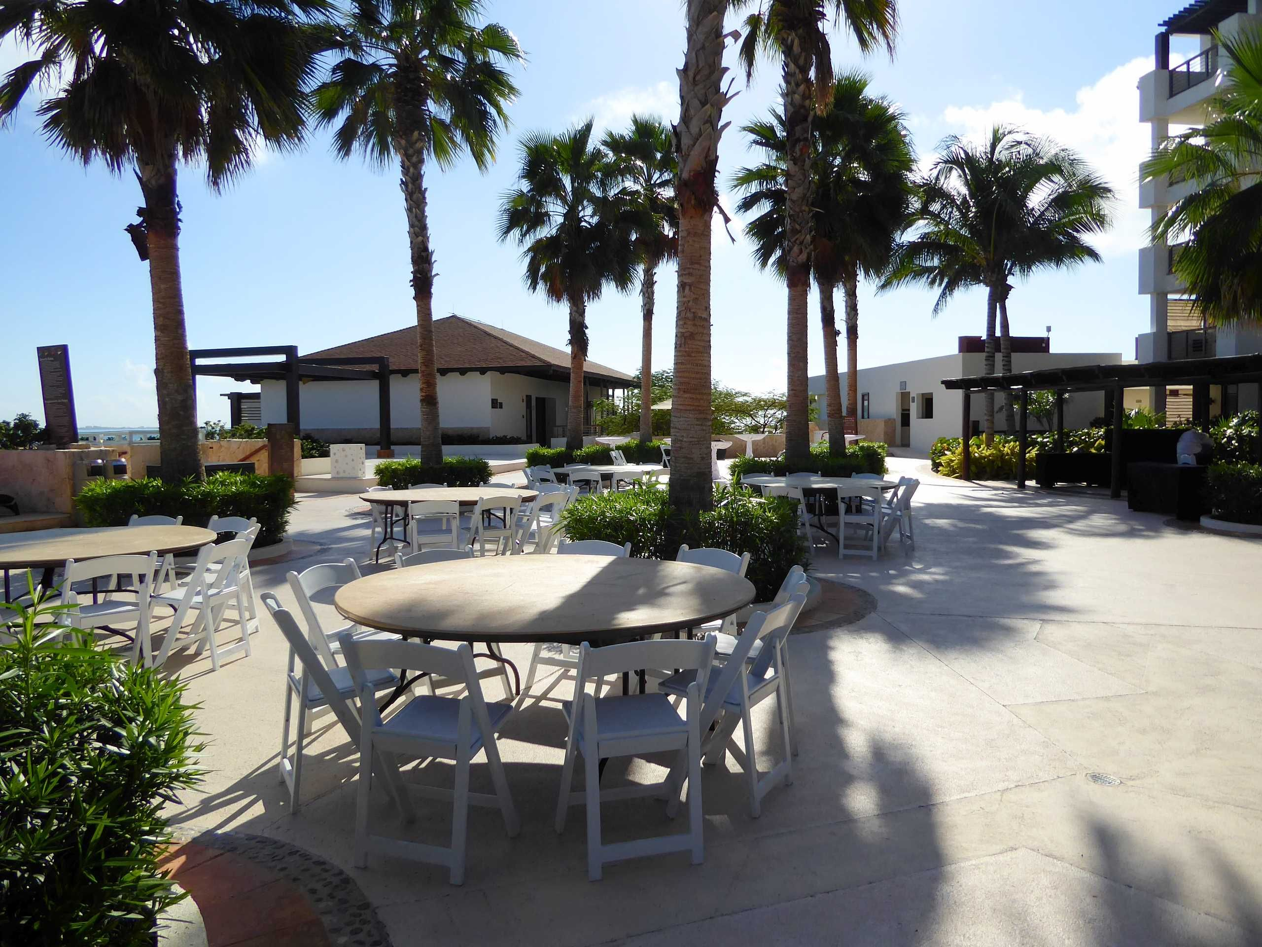 Poolside terrace can be used for hosting wedding