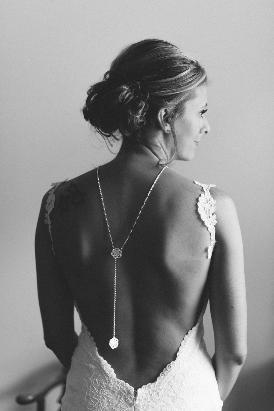 Gorgeous back necklace with floral detail that makes it really stand
