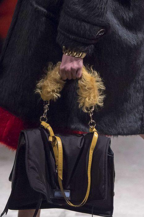 7cd366e40d0d Prada, Autunno/Inverno 2017, Milano, Womenswear Prada Bag, Prada Handbags,