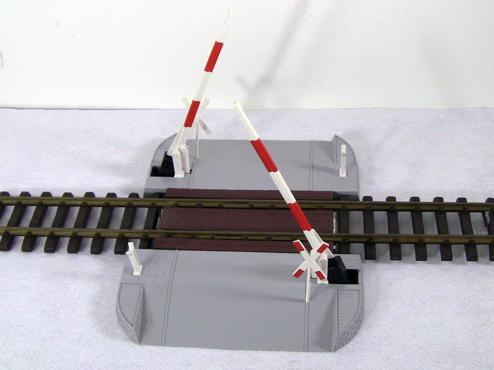 LGB LEHMANN GROSS BAHN # 5065 SCHRANKE RAILROAD OPERATING CROSSING