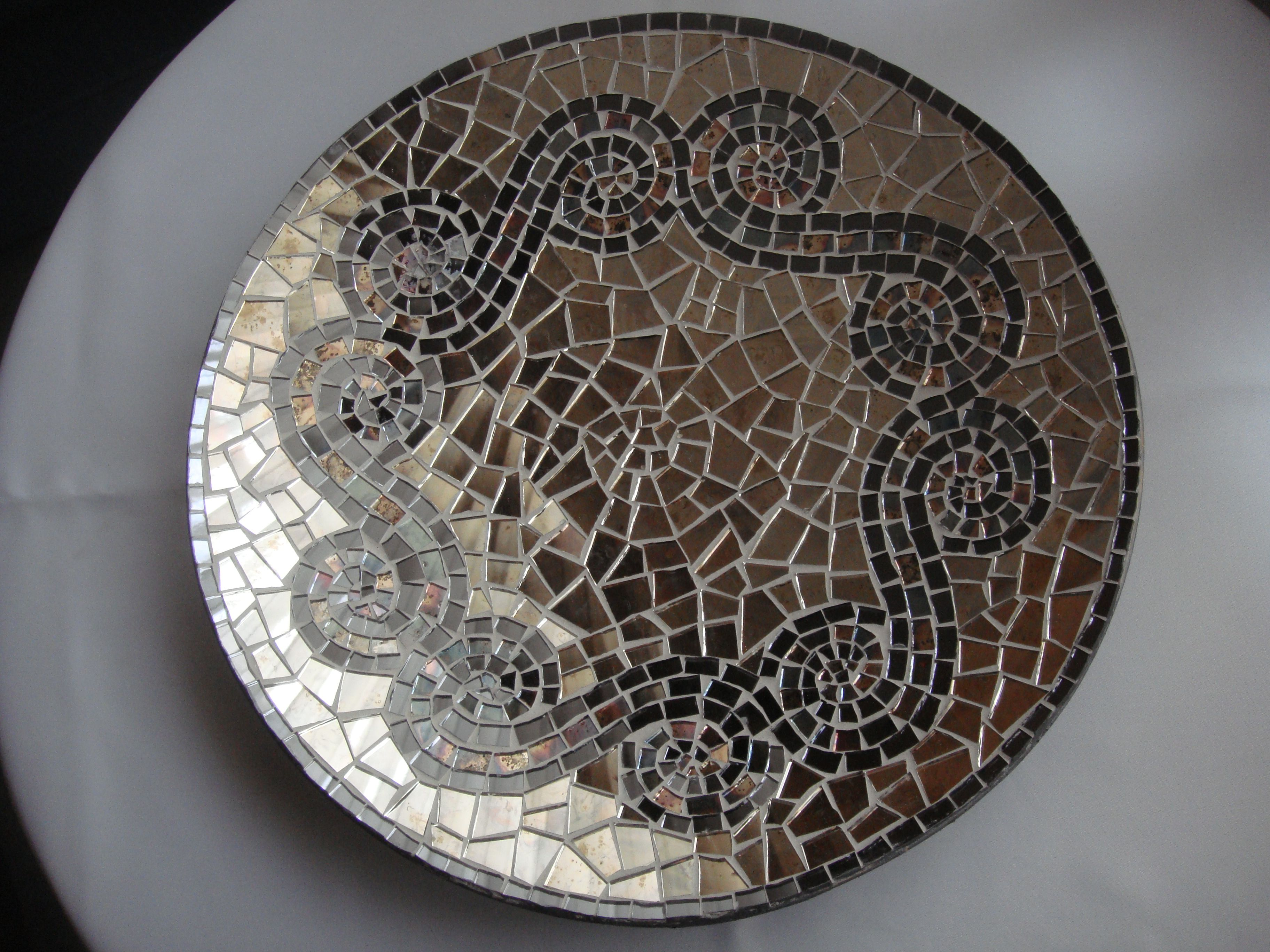 plate with mirror