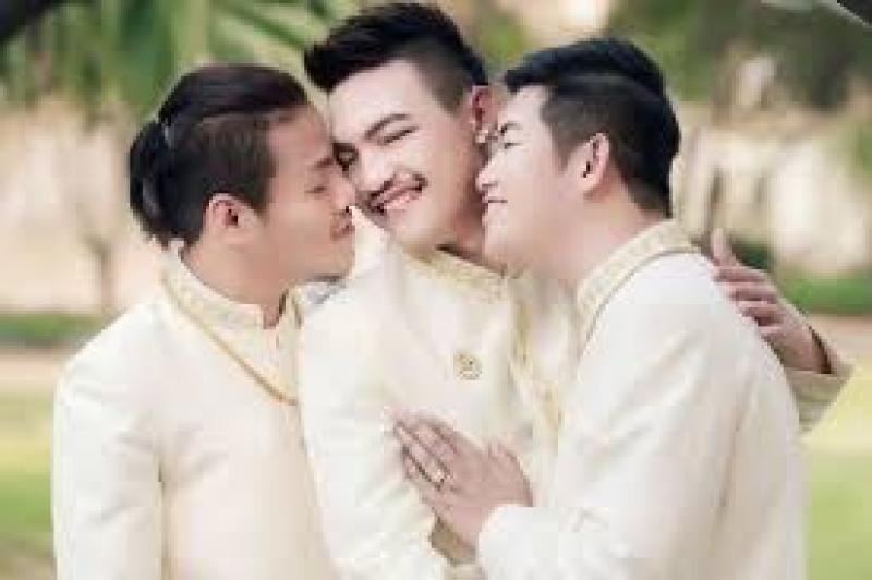 Matrimonio Simbolico In Thailandia : Thailandia ora arriva il matrimonio a tre thedaily mail pubblica le