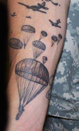 Avions et parachutistes de tatouage sur le bras 35 me rap pinterest tatouages militaires - Tatouage derriere le bras ...