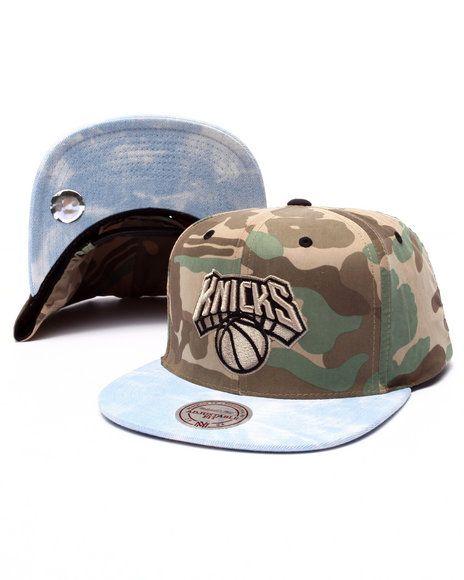 41c0b1b247a Mitchell   Ness - New York Knicks Distinguished American Snapback ...